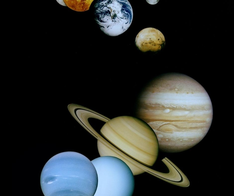 Image of the solar system planets earth and mars at the top and the gas giants at the bottom
